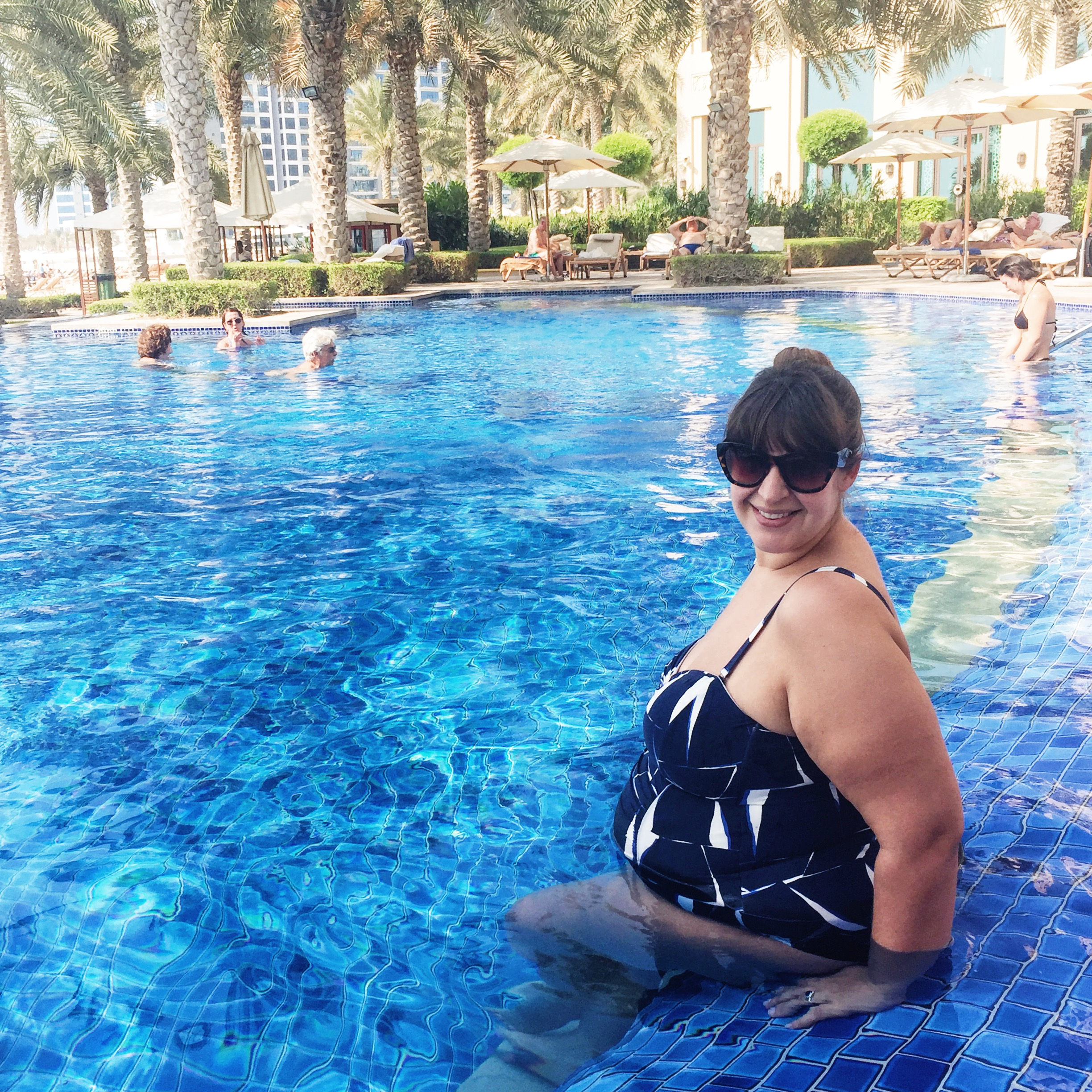 25 weeks pregnant plus size dubai